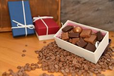 Get on our website and then pick the chocolate box. We have a deal of offers and a variety of design boxes. Custom Chocolate, Chocolate Box, Chocolate Covered Fruit, Custom Printed Boxes, Box Company, Small Boxes, Box Design, Fudge, Cheesecake