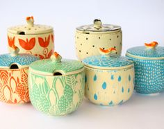 I know these aren't flower pots, but I could use for inspiration for diy pots Ceramic Boxes, Ceramic Clay, Ceramic Painting, Ceramic Pottery, Vintage Pottery, Handmade Pottery, Painted Clay Pots, Sgraffito, Pottery Designs