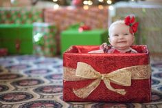 Took Audrey's 'first Christmas' pictures in a box . Baby Christmas Photos, Christmas Card Pictures, Xmas Photos, Holiday Pictures, Christmas Minis, Christmas Photo Cards, Christmas Time, Christmas Presents, Family Photos