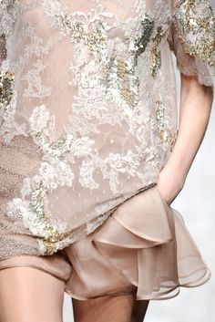 Valentino Spring 2010 Ready-to-Wear Fashion Show Details