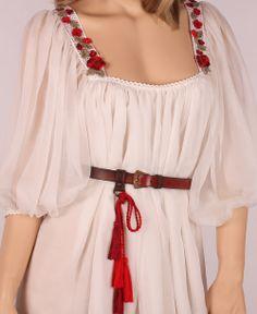 Traditional Romanian wedding dress - Page 10 - costumes, dresses and stylized shirts Frock Fashion, Indian Fashion Dresses, Abaya Fashion, Ethnic Fashion, Fashion Outfits, Traditional Fashion, Traditional Dresses, Traditional Wedding, Trendy Dresses