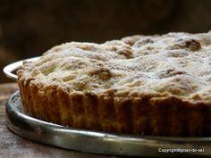 Tourte aux Pommes et noix -  Gedeckter Apfelkuchen mit Walnüssen und Amarettini