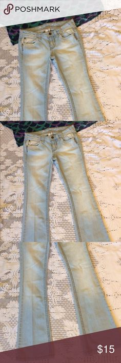💙Light wash boot/bell jeans 💙Industrial cotton light wash flair cut jeans! Size 5. Excellent condition!! Very trendy and fun! industrial cotton Jeans Flare & Wide Leg