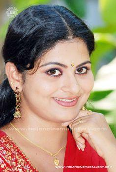 Lakshmi Photos, Malayalam Cinema, India People, Saree, Actresses, Beauty, Fashion, Sari, Female Actresses
