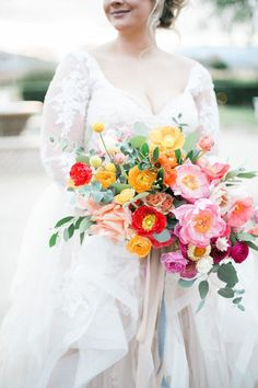 These are the best poppy wedding bouquets. The flower will add a splash of your color to your bridal bouquet. Poppy Wedding Bouquets, Poppy Bouquet, Spring Wedding Flowers, Bride Bouquets, Floral Wedding, Flower Bouquets, Purple Wedding, Spring Flower Bouquet, Purple Bouquets