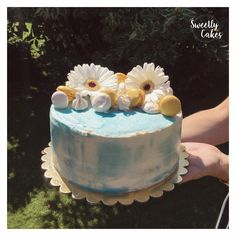 Miam Miam Miam pour ce joli et gourmand Layer Cake à la noix de coco et à l'ananas !