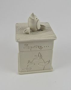 It's not so much the theme I like, but the reminder I can make a box like this. Ceramic Boxes, Ceramic Clay, Ceramics Projects, Clay Projects, Slab Pottery, Ceramic Pottery, Slab Boxes, High School Ceramics, Slab Ceramics