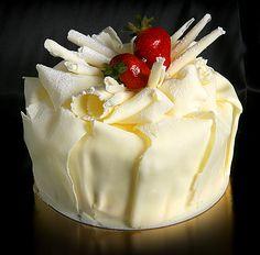 Vanilla sponge, vanilla custard and fresh strawberries. Decorated with folded white chocolate & strawberries.