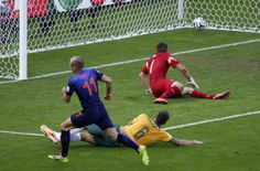 Arjen Robben (11) of the Netherlands scores past Australia's goalkeeper Mathew Ryan and Matthew Spiranovic (6) during their 2014 World Cup Group B soccer match at the Beira Rio stadium in Porto Alegre June 18, 2014. REUTERS/Marko Djurica