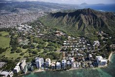 Aerial view of Waikiki Beach and Honolulu, Hawaii, December 10, 2005. Photographer Carol M. Highsmith's America, Library of Congress, Prints and Photographs Division.