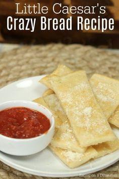 Little Caesers Crazy Bread Recipe – Copycat recipes Love easy Copycat recipes? Try this simple Little Caesers Crazy Bread Recipe. It taste amazing and can be made easily at home! Copykat Recipes, Gourmet Recipes, Appetizer Recipes, Bread Recipes, Snack Recipes, Cooking Recipes, Snacks, Yummy Appetizers, Healthy Recipes