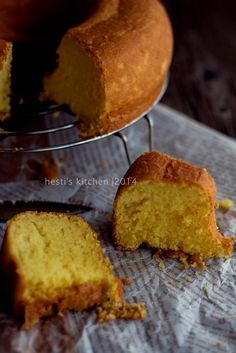 Sukaaaa sekali sama kue bluder ini. Mungkin rasanya sederhana tapi aroma khasnya itu yang bikin ketagihan. Cake tapi beraroma ragi. En...