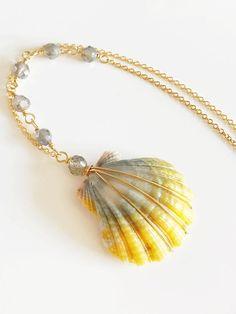 Necklace Hani Sunrise shell necklace sunrise shell and Seashell Jewelry, Seashell Necklace, Shell Necklaces, Beach Jewelry, Seashell Art, Wire Wrapped Jewelry, Wire Jewelry, Feet Jewelry, Mermaid Shell
