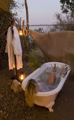 New Bath Room Ideas Boho Outdoor Baths Ideas Outdoor Bathtub, Outdoor Bathrooms, Outdoor Showers, Garden Bathtub, Glamping, Piscina Spa, Outdoor Spaces, Outdoor Living, Magic Places