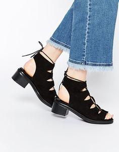 Zapatos con cordones y tacón en bloque de Missguided