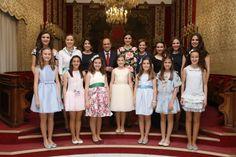El alcalde, Gabriel Echávarri, agradece a las Belleses del Foc adulta e infantil y sus Damas de Honor, el cariño con el que han representado a #Alicante este último año y por la gran labor realizada para hacer aún más grande nuestras Fogueres de Sant Joan. #Fogueres2015 #Fogueres2016
