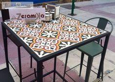 Taburetes, sillas y mesas de hierro y cerámica de www.fustaiferro.com en La Bocateria La Zeramika, Guardamar de Segura, Murcia. #interiors #bar #hosteleria #diseño #madeinspain #industrial