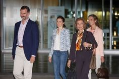 The Spanish royal family at the bedside of King Juan Carlos