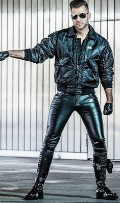 All about shiny, sexy black leather and rubber Tight Leather Pants, Leather Jeans, Leather Gloves, Black Leather, Leather Jacket, Leather Bracelets, Leather Fashion, Mens Fashion, Men In Uniform
