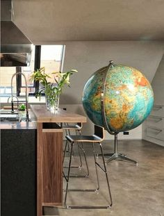 London Residential Projects - eclectic - kitchen - london - Precious McBane Love this globe! Globe Art, Map Globe, Boutique Interior, Globe At Home, My Living Room, Living Spaces, Globe Crafts, World Globes, Eclectic Kitchen