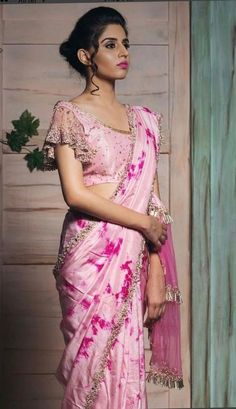 37 Designer Blouse Images That Will Blow Your Mind Looking for designer blouse images? Hear are latest trendy blouse models that you can wear with any saree of your choice. Saree Blouse Neck Designs, Fancy Blouse Designs, Saree Blouse Patterns, Latest Blouse Designs, Latest Blouse Patterns, Skirt Patterns, Coat Patterns, Indische Sarees, Designer Blouse Patterns