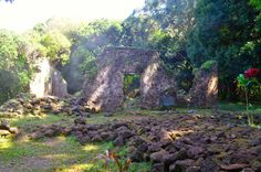 Life, Laughs, & Puppy Kisses: Hawaii Life: Lulumahu Falls & King Kamehameha's Summer Palace Ruins, oahu, oahu waterfalls, oahu hikes, hawaii hikes