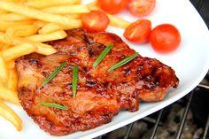 Przepis na grillowaną karkówkę wieprzową w sosie barbecue: Jednym z najlepszych sposobów na przygotowanie karkówki wieprzowej jest grillowanie w sosie barbecue. Polecam! ;)