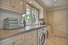 Traditional Laundry Room with travertine tile floors, Standard height, stone tile floors, Casement, Undermount sink, Paint 1