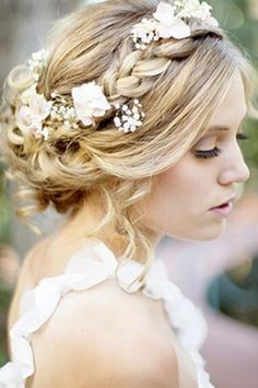 White flowers in braided hairstyle - Andini Reign. #beautifulbride #wedding