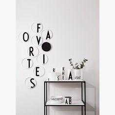 Design Letters Arne Jacobsen Bord Ø 20 cm Arne Jacobsen, Plywood Furniture, Eames, Lettering Design, Design Letters, Lounge, Designer, Table, Inspiration