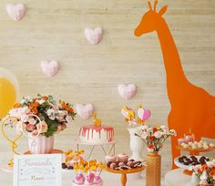 Festa linda com tema Girafa | Kikids Party Alice, Table Decorations, Home Decor, Giraffes, Cute, Creativity, Toddler Girls, 1 Year, Animales