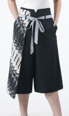Frisanthi Cullote - Black with Black and White Large parang motif