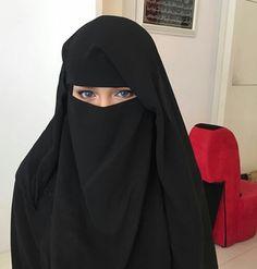 Image in Pearls in Niqab and Hijab collection by Sara Walsh Arab Girls Hijab, Muslim Girls, Muslim Women, Hijabi Girl, Girl Hijab, Niqab Fashion, Muslim Fashion, Hijab Niqab, Hijab Outfit