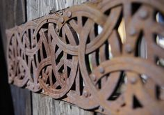 Love this rusty fence inset