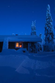 W i n t e r Blue Night Snow Winter House, Baby Winter, Winter White, Finland Country, Living In Arizona, Beautiful Christmas Decorations, Christmas Feeling, Winter's Tale, Winter Scenery