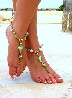 Barefoot Sandals Barefoot Beach Jewelry Green Seashells Hippie Sandals Foot Jewelry Toe Thong, via Etsy. Boho Sandals, Bare Foot Sandals, Beach Sandals, Barefoot Beach, Barefoot Shoes, Slave Bracelet, Beach Jewelry, Feet Jewelry, Bijoux Diy