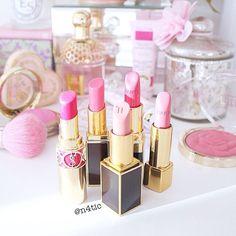 Vanity Table ~ Wonderful Feminine Cosmetics