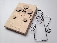 Drátovací FORMA - ANDÍLEK 2 Wire Crafts, Metal Crafts, Diy And Crafts, Arts And Crafts, Wire Ornaments, Christmas Ornaments, Metal Bending Tools, Wire Jig, Wire Jewelry Designs