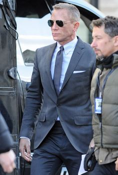 """The """"I can't believe I missed Daniel in London by only a couple of weeks"""" version James Bond Suit, Bond Suits, James Bond Style, James Bond Movies, Daniel Craig Style, Daniel Craig James Bond, James Bond Sunglasses, Rachel Weisz, Craig Bond"""
