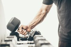 Weight Training For Football - Strength Training Tips For Football Players - Health and fitness news Best Dumbbell Exercises, Best Weight Loss Exercises, Weight Lifting Workouts, Dumbbell Workout, Easy Workouts, Workout Tips, Workout Videos, Weight Training For Runners, Weight Training For Beginners