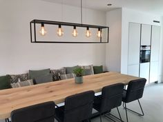 32 Stunning Wood Home Decoration Ideas that You Will Adore - The Trending House Dining Room Design, Kitchen Design, Home Decor Baskets, Dining Table With Bench, Home Living Room, Room Inspiration, Room Decor, Interior Design, Bushel Baskets