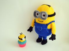 Big Minion Amigurumi - FREE Crochet Pattern / Tutorial (Oh! And did I mention he comes with a cupcake minion!!)