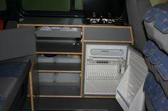 VW T5 Beachbox II: Küche mit Kühlschrank, Staurraum und Besteckfach