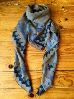Big square wool scarf with ethnic details in blue