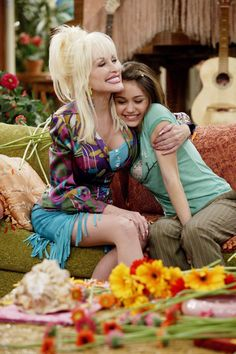 """Dolly and her Fairy Goddaughter Miley Cyrus in a scene from the Disney Channel series """"Hannah Montana"""" [Season 1: Episode 16: """"Good Golly, Miss Dolly""""]"""