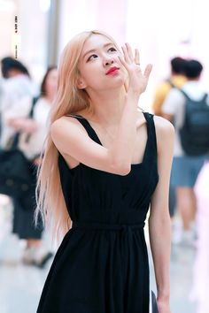 Kim Jennie, Blackpink Fashion, Daily Fashion, Korean Girl Groups, South Korean Girls, Instagram Roses, Rose Bonbon, Dramatic Classic, Rose Park