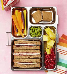 This autumnal-themed box includes a turkey sandwich with cranberry sauce, rainbow carrot strips, fig cookies, edamame, pineapple, and pomegranate seeds.