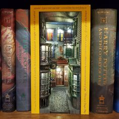 Harry Potter Diagon Alley, Harry Potter Room, Miniature Crafts, Miniature Houses, Vitrine Miniature, Tiny World, Book Nooks, Miniture Things, Fairy Houses