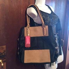 ☃Black & Tan Purse☃ BNWT☃MAKE AN OFFER Shoulder strap includedfaux leather 15 inches width and 13 inches tall Boutique Bags Shoulder Bags