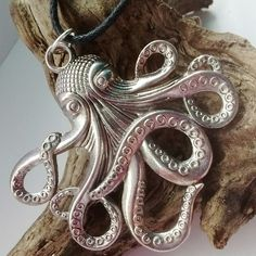 Stunning large octopus necklace, perfect for Halloween !!